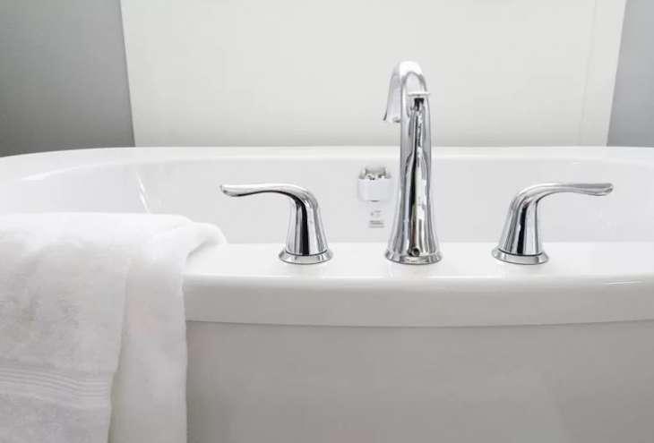 Врачи рассказали почему горячая ванна может быть опасна для здоровья?