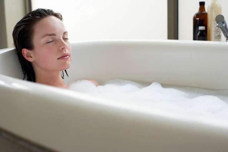 Ученые назвали плюсы горячей ванны перед сном