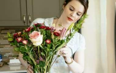Основы флористики: какие букеты в моде и что нужно делать, чтобы цветы стояли дольше