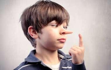 Почему ребенок врет, и как правильно реагировать на детское вранье: инструкция для родителей