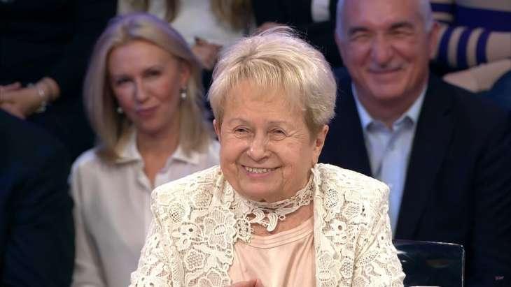 Жизнь под угрозой: 91-летняя Александра Пахмутова и ее 92-летний муж госпитализированы с коронавирусом