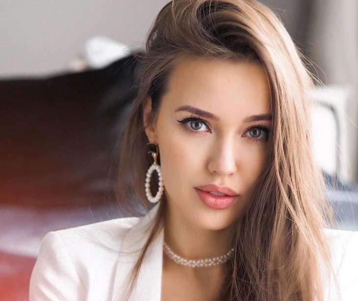 Анастасия Костенко похвасталась фигурой в купальнике после вторых родов