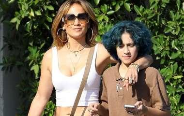 Дженнифер Лопес заметили с дочерью Эммой на шопинге в Лос-Анджелесе