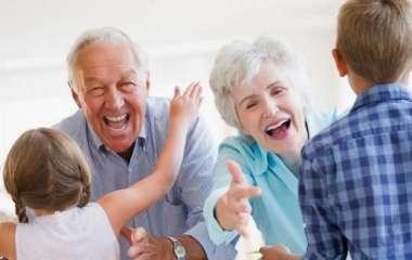 Роль бабушек и дедушек в воспитании внуков. Семейные традиции
