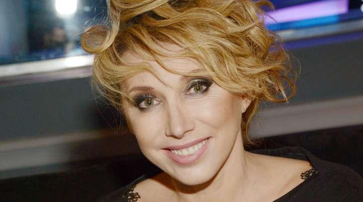 Внешности своей не стесняется: Как 53-летняя Елена Воробей выглядит без макияжа и грима