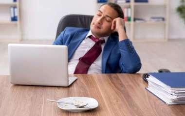 Эндокринолог объяснил появление сонливости после еды