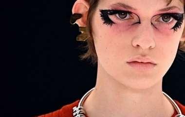 Скандал на Неделе моды в Париже: украинская модель вышла на подиум показа Givenchy с петлей на шее