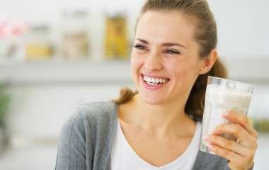 Диетологи рассказали, как правильно пить кефир перед сном для похудения