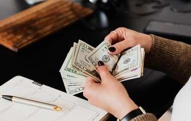 5 знаков, которым повезет с деньгами в апреле