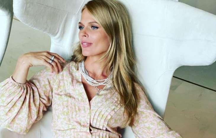 Ольга Фреймут засветила стройные ноги в мини-юбке: поклонники пишут, что она – эталон красоты