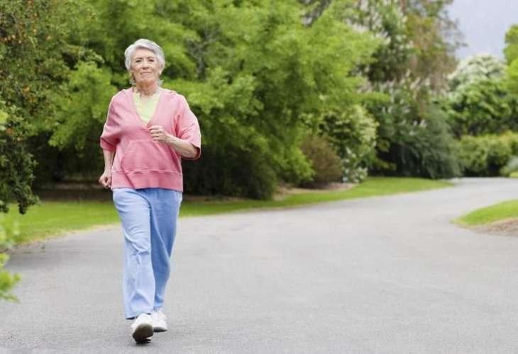 Ученые научились определять склонность к долголетию по походке