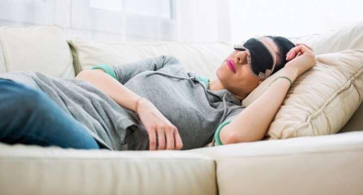 Ученые рассказали об опасности долгого сна на выходных