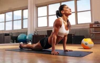 10 поз йоги, чтобы убрать жир на животе