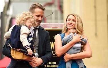 Блейк Лайвли впервые засняли с тремя дочерьми на прогулке в Нью-Йорке