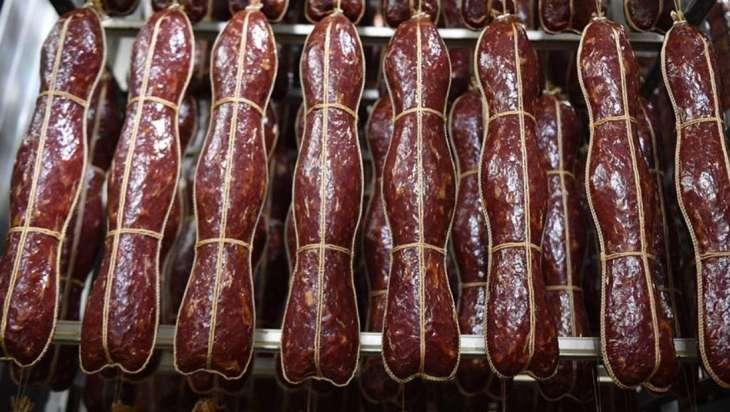 Врачи рассказали о правильном потреблении колбасы