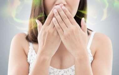 Иммунолог назвал основные причины неприятного запаха изо рта