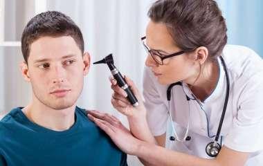 Врачи назвали звон в ушах признаком серьезных проблем со здоровьем