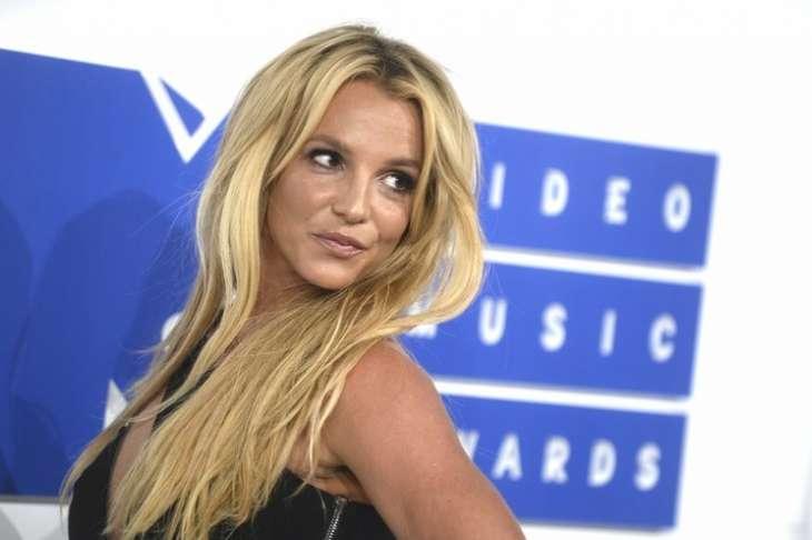 Отец Бритни Спирс хочет, чтобы певица заключила брачный договор с женихом