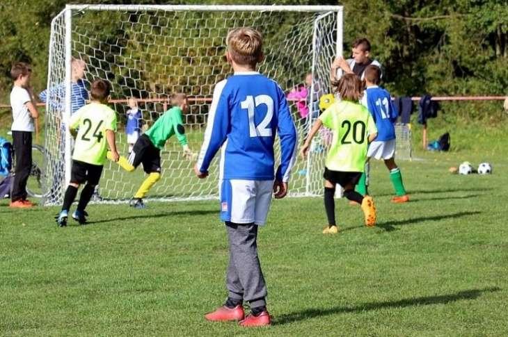 Ученые назвали занятия футболом опасными для детского мозга