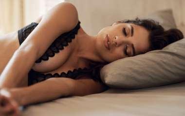 Роскошная грудь без пластики: 5 простых упражнений для идеального декольте