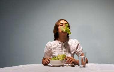 6 признаков того, что ваш организм страдает из-за нехватки калорий