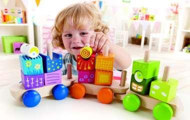 Полезные игрушки для девочки: что это и как выбирать