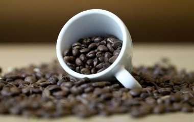 Ученые заявили о малоэффективности кофеина при недосыпании