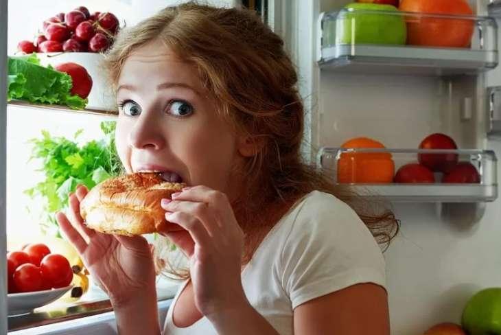 Врач предупредила об опасности позднего ужина