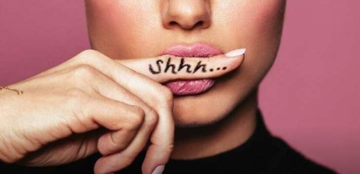 Как научиться молчать: 8 советов
