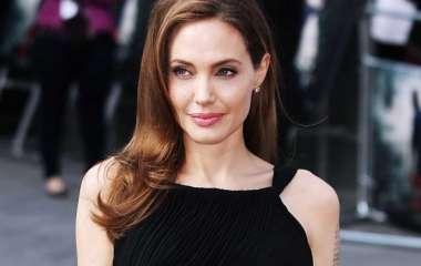 Пресс-секретарь Псаки обсудила с актрисой Анджелиной Джоли закон о насилии против женщин