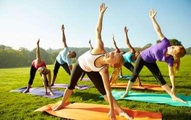 Зарядка на улице: 5 упражнений для разогрева мышц и сжигания калорий