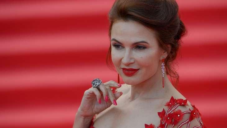 «Новый муж»: Эвелина Бледанс заинтриговала поклонников снимком с известным актером