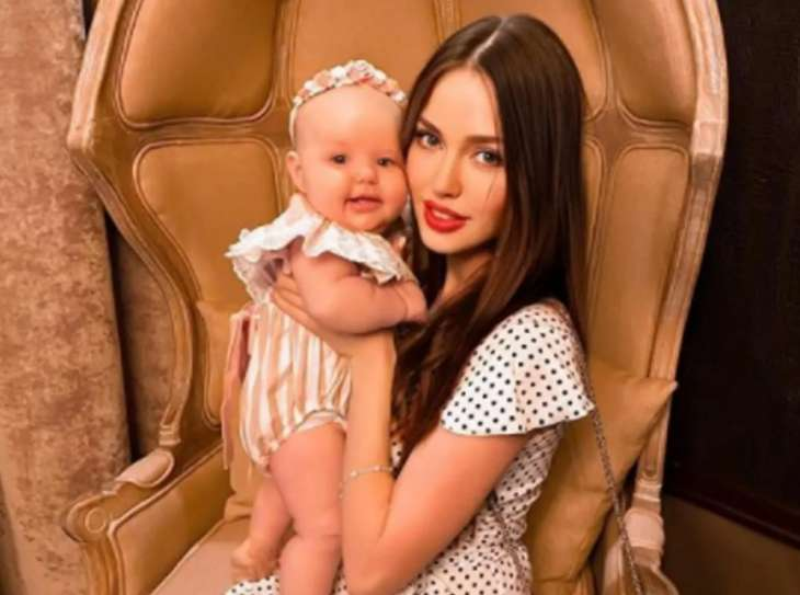 «Стало жутко»: Анастасия Костенко надела на маленьких дочерей парики
