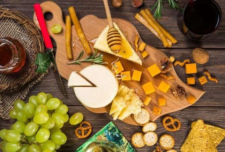 Ученые рассказали что произойдет с организмом, если съедать 55 г сыра каждый день