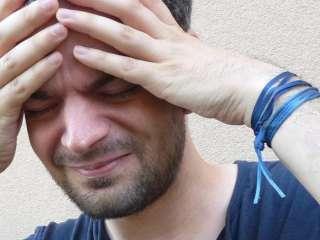 Невролог назвала признаки головной боли при кровоизлиянии в мозг