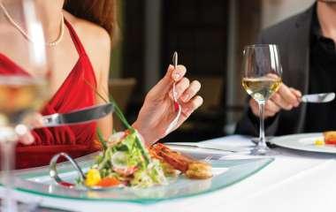 7 малоизвестных правил столового этикета, которым следуют истинные леди