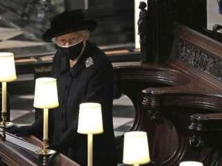 С достоинством даже в горе: Елизавета II простилась с мужем в полном одиночестве (фото)
