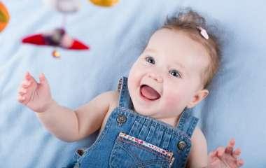 Развивающие игры и малыш первого месяца жизни