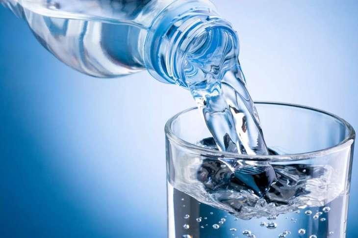 Диетолог назвала опасность чрезмерного потребления минеральной воды