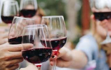 Красное вино поможет уменьшить давление