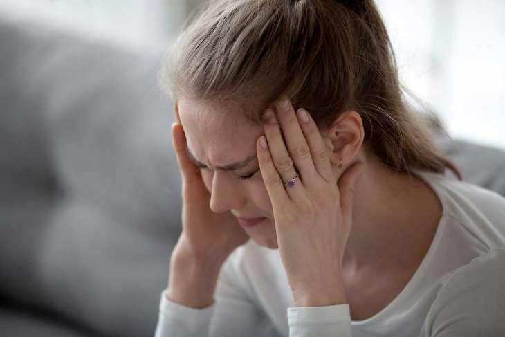 Ученые назвали причину головных болей после пробуждения