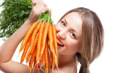 Врач рассказал, действительно ли морковь и черника помогут улучшить зрение