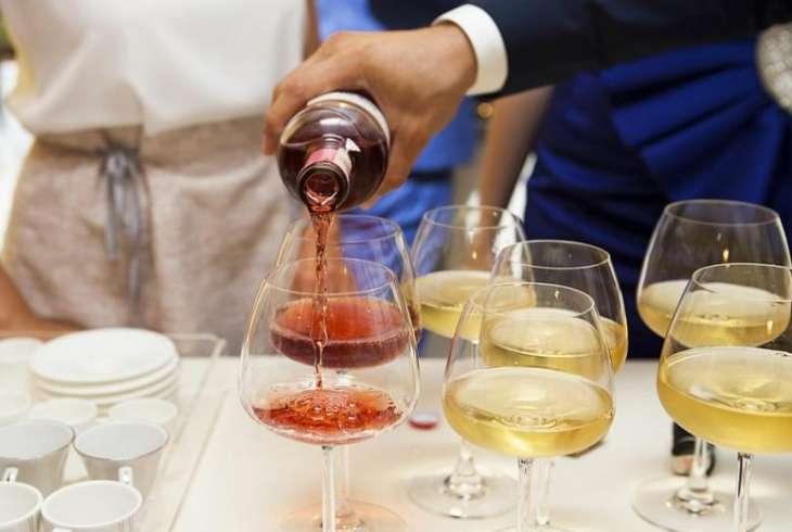 Ученые сообщили о пользе и вреде алкоголя в малых дозах
