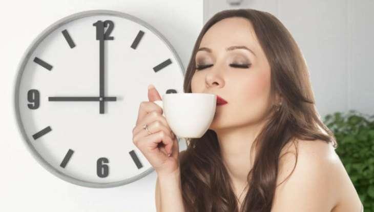 Лучшее время для утренней чашки кофе назвала диетолог
