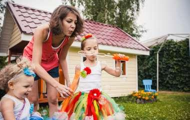 5 опасностей, которые подстерегают вашего ребенка на дачном участке