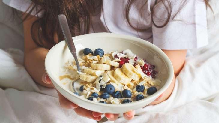 Полезные и сытные: какие продукты рекомендуют есть на завтрак