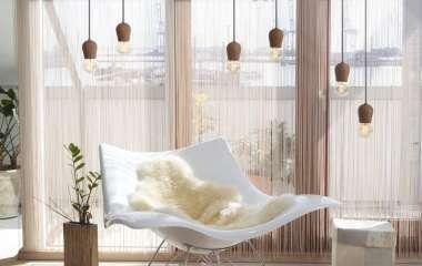 Нитяные шторы в интерьере: модные решения и возможность зонирования пространства