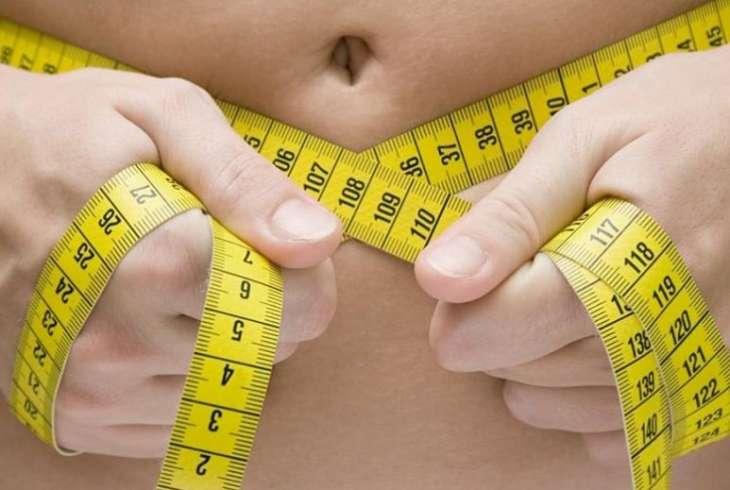 Ученые рассказали, почему люди набирают вес с возрастом.