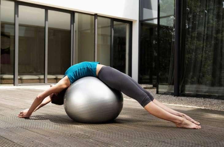 Простые упражнения для красивых и стройных ног в домашних условиях