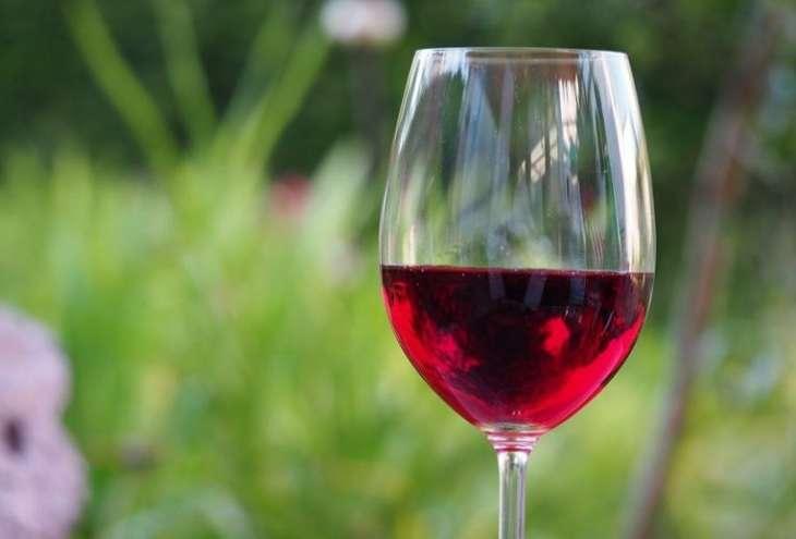 Ученые выяснили, что красное вино способствует снижению депрессии и тревожности